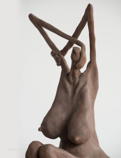 Sculpture clay faience – Matilde au bain ©LilaVert