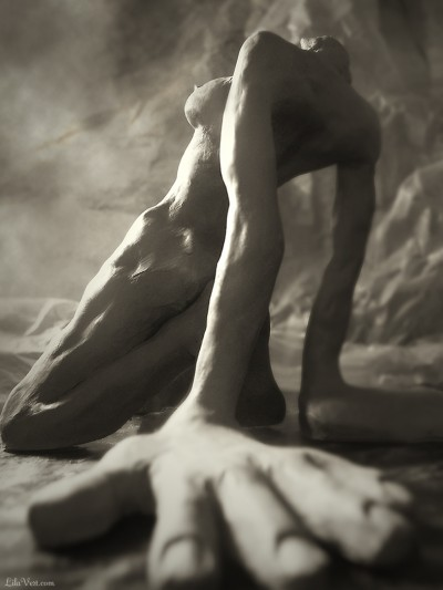 Allah Grâce – Sculpture argile faience noire – ©LilaVert. 2006