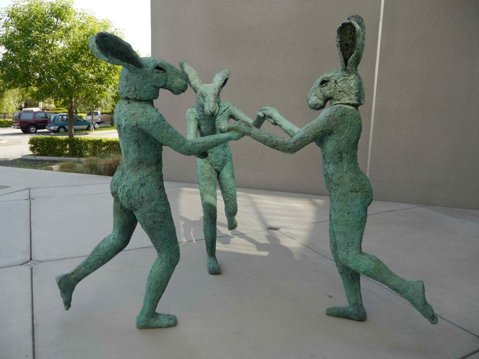 Sophie Ryder sculptures lievres