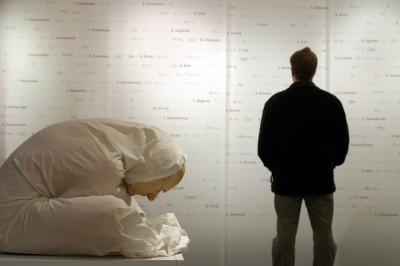 Ron Mueck -Man with Sheet