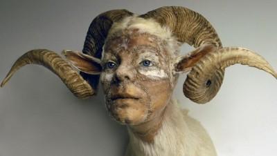 kate clark – sculptures – belier humain – http://www.kateclark.com/