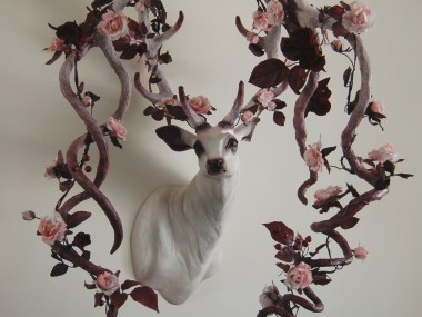Natasha Cousens – Doe Ray Me – Floral animal sculpture