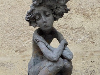 Valérie Hadida – Femme au galet, sculptures