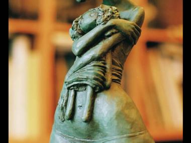 Valerie Hadida – la petite femme à la poupee / Sculptures