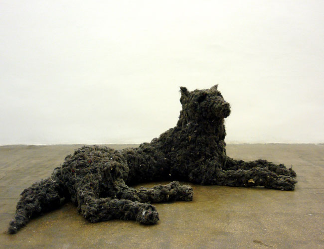 loup en moutons de poussiere, 136 x 50 x 70 cm