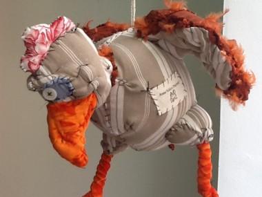 © Anne-Valérie Dupond- Sculpteur textile -poulette