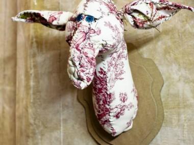© Anne-Valérie Dupond- Sculpteur textile – trophée Giraffe