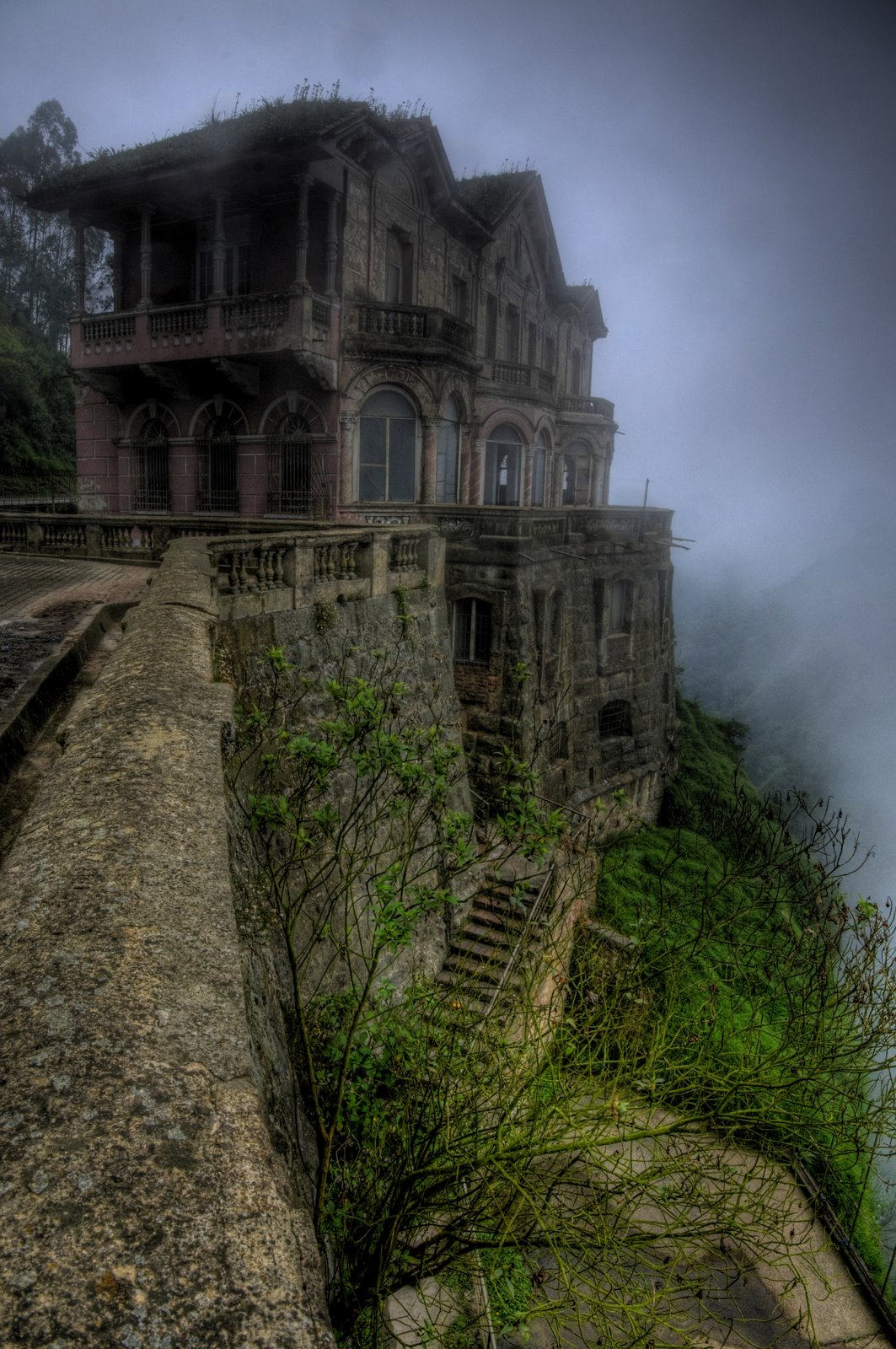 Abandoned And Hunted Hotel del Salto, Colombie