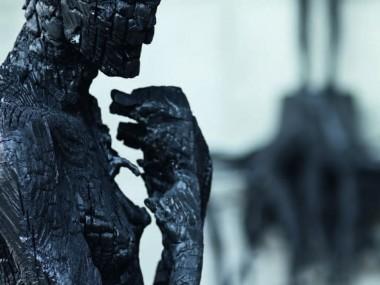 Aron Demetz – la natura umana- Charcoal sculpture