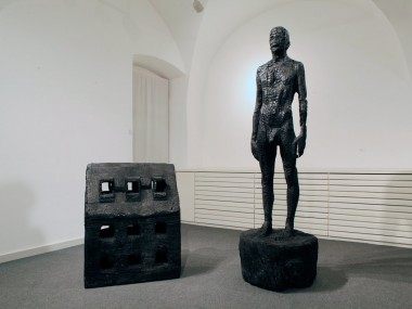 Aron Demetz – sculptures carbonisees – Charcoal sculpture