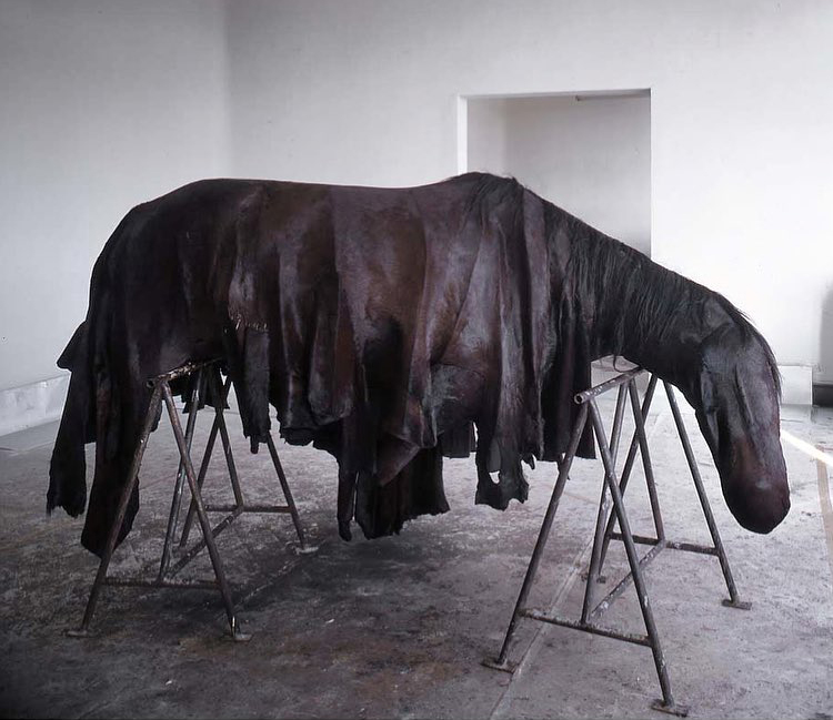 BERLINDE DE BRUYCKERE - Horse sculpture