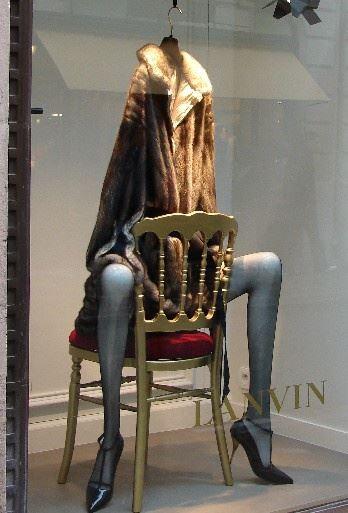Lanvin window – mannequin legs