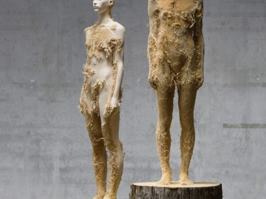 New Distressed Wood Figures by Aron Demetz / sculpture