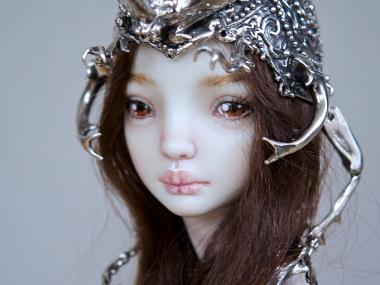 Marina Bychkova- Enchanted Doll – The Hybrid Beetle Crown