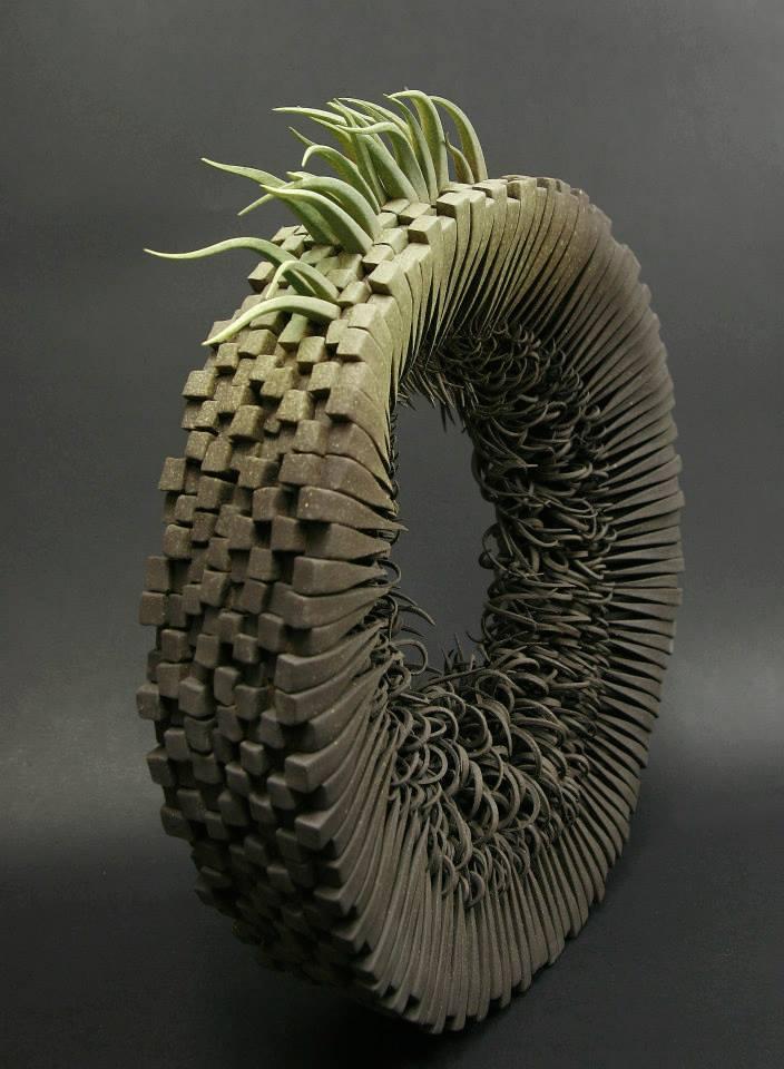 Alberto Bustos – 1, 2, 3, suena sculpture ceramique