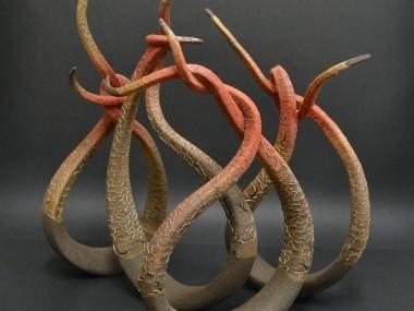 Alberto Bustos – sculptures Anud – Refractaria negra y porcelana, pigmentos, oxidos y esmaltes