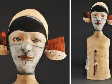 Clay & Persimmons – Sculpture figurative – Sentinel's Soliloquy
