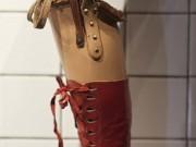 Prothèse de jambe, la gauche, porté par l'artiste Frida Kahlo