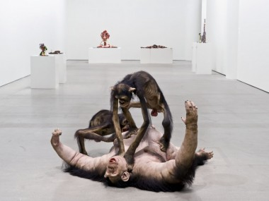 Tony Matelli – sculpture hyperrealiste – Old Enemy, New Victim, 2006
