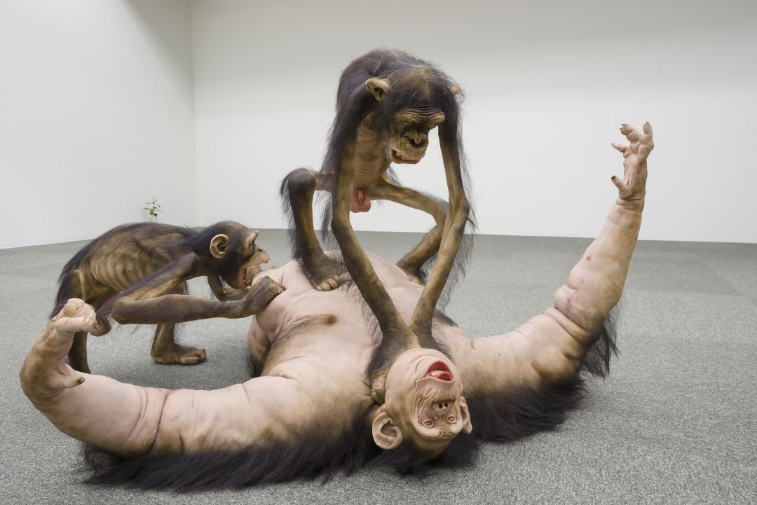 Tony Matelli – sculpture hyperrealiste – Old Enemy, New Victim2, 2006