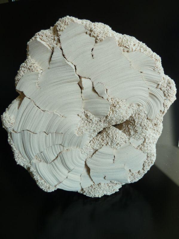 Textile sculptures de Simone Pheulpin – croissance