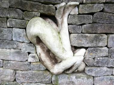 Anna Gillespie – Held – Installation at Burghley House Sculpture Garden