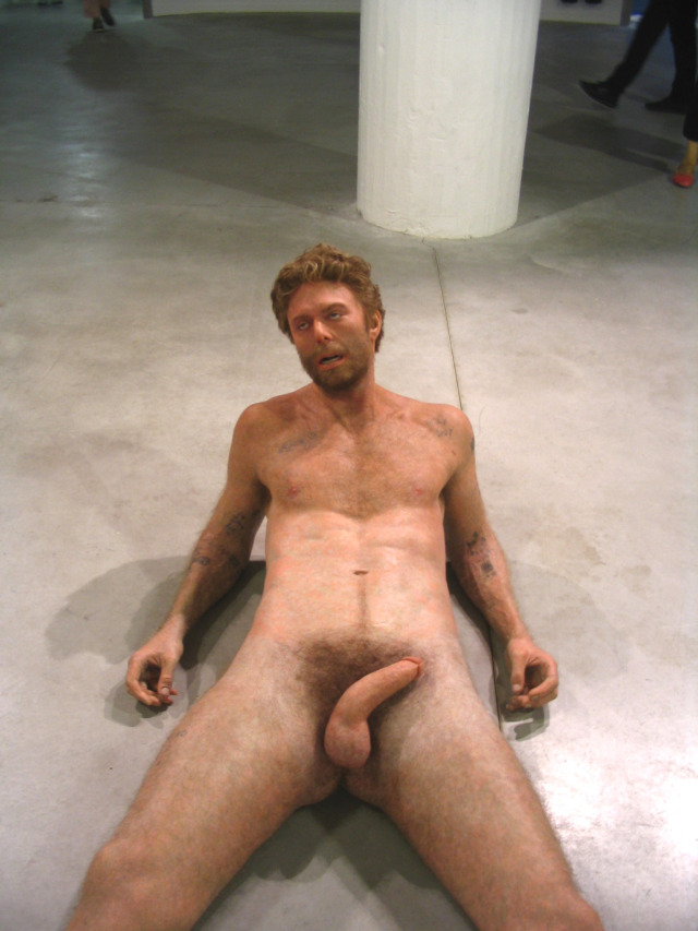 Dan colen – Sculptures hyper-realiste homme nu – Biennale de Lyon