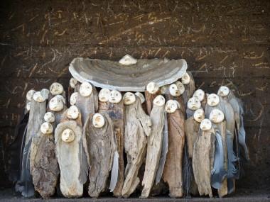 Jephan de villiers – Le chapeau rouge / Sculptures matieres naturelles
