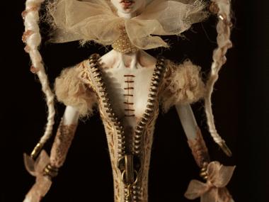 Tireless Artist – Art dolls / white coffe with ice