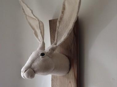 New hessian hare trophy – Julia trophee textile