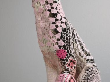 Joana Vasconcelos – Sculpture textile dentelles Art – Pinky