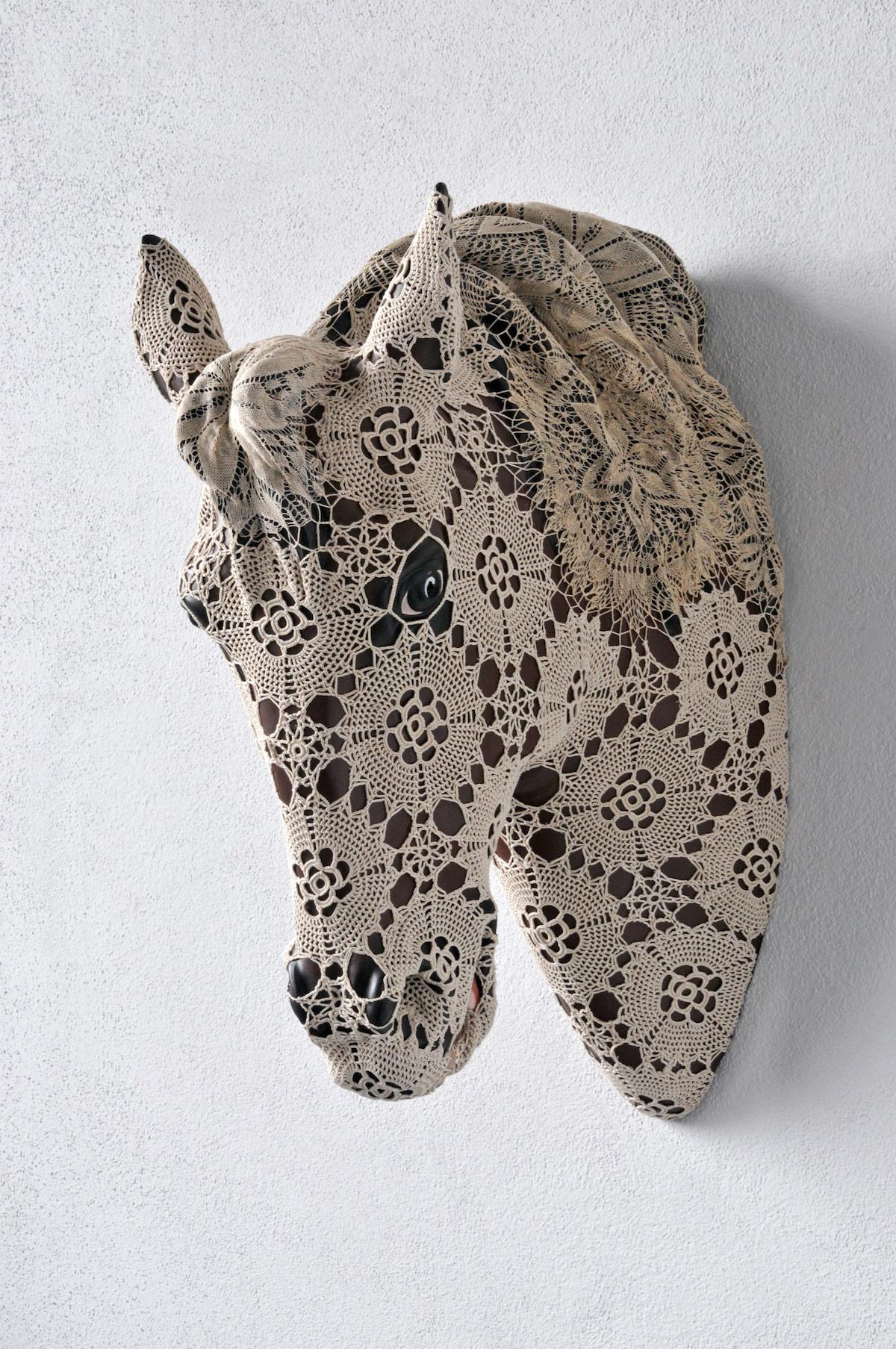 horse dentelles art – Joana Vasconcelos