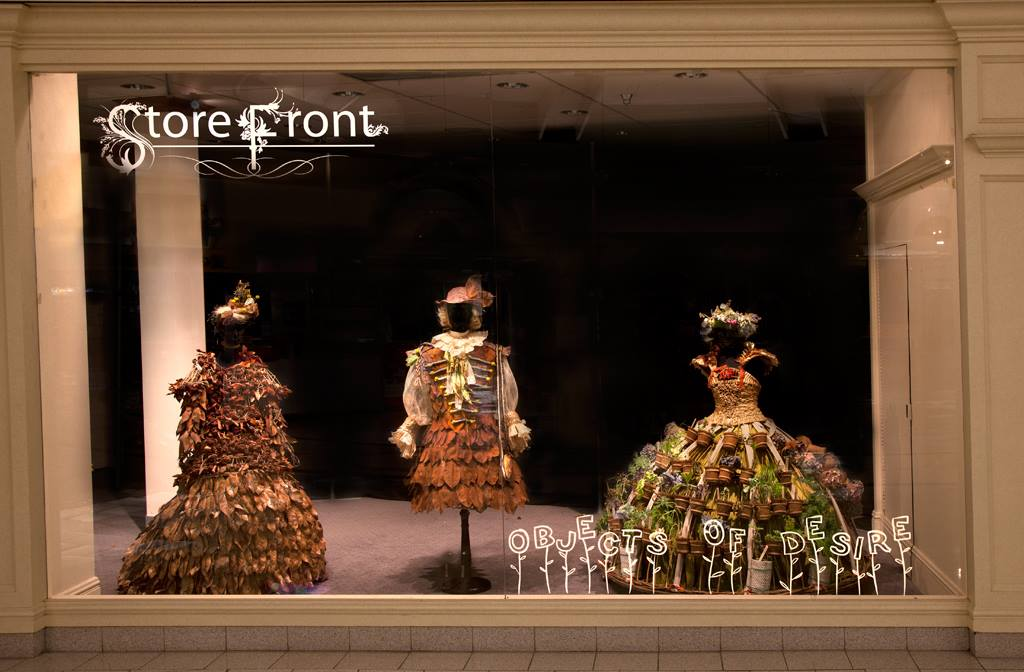 Nicole Dextras – Store front vitrine – Nature dress