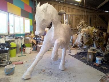 saone de stalh – sculpture – cheval resine conception