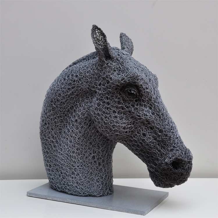 Kendra Haste – HORSE HEAD -sculpture fil de fer  – Sculptures grillage / Galvanised wire