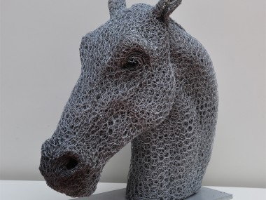 Kendra Haste – HORSE HEAD -sculpture fil de fer  – Sculptures grillage / Galvanised wire