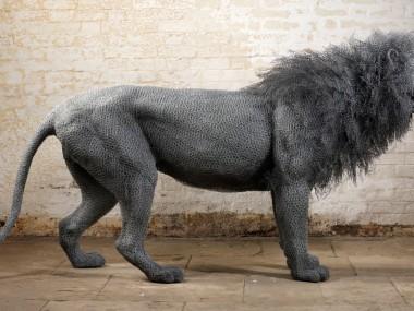 Lion – Kendra Haste – Galvanised wire Sculptures