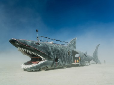 Shark Art Car – Mutant Vehicle ©DUNCAN RAWLINSON