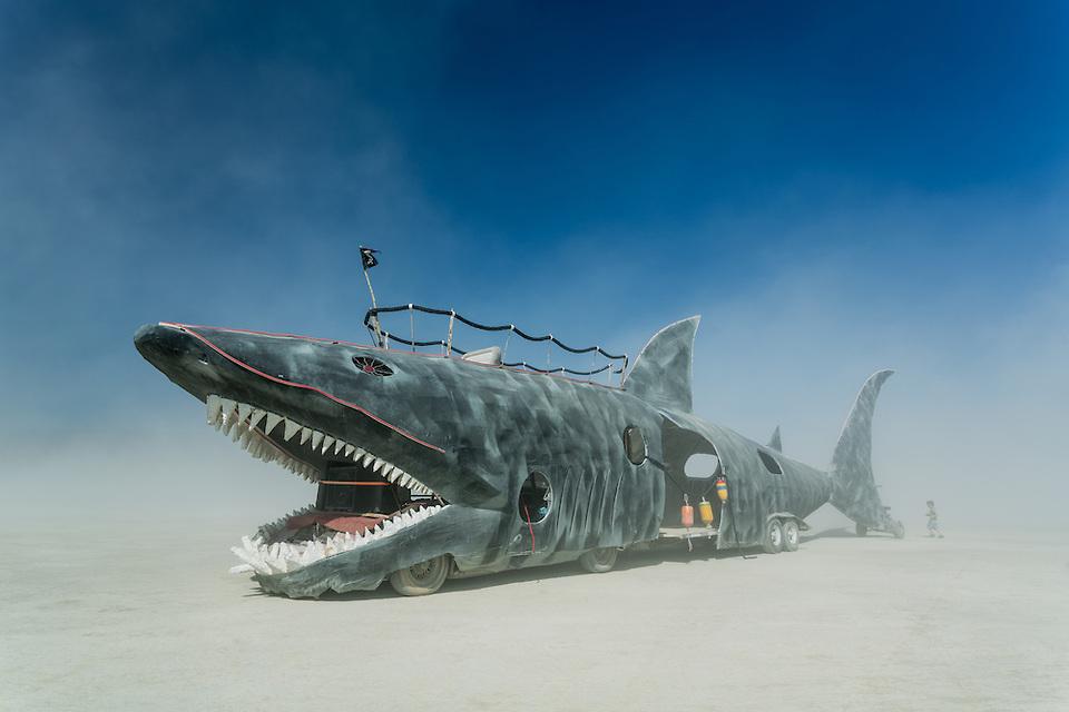 Shark Art Car – Mutant Vehicle ©DUNCAN RAWLINSON