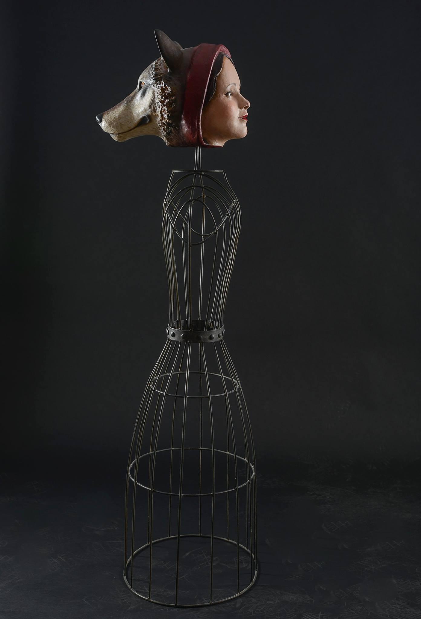 Mélanie Bourlon – Papier maché sculptures – le petit chaperon rouge