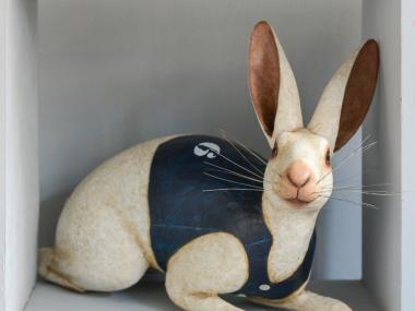 Mélanie Bourlon – Lievre blanc – sculpture papier maché