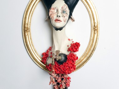 Sarah Louise Davey – into the black – Ceramic, found object and wood / Ceramic sculptures