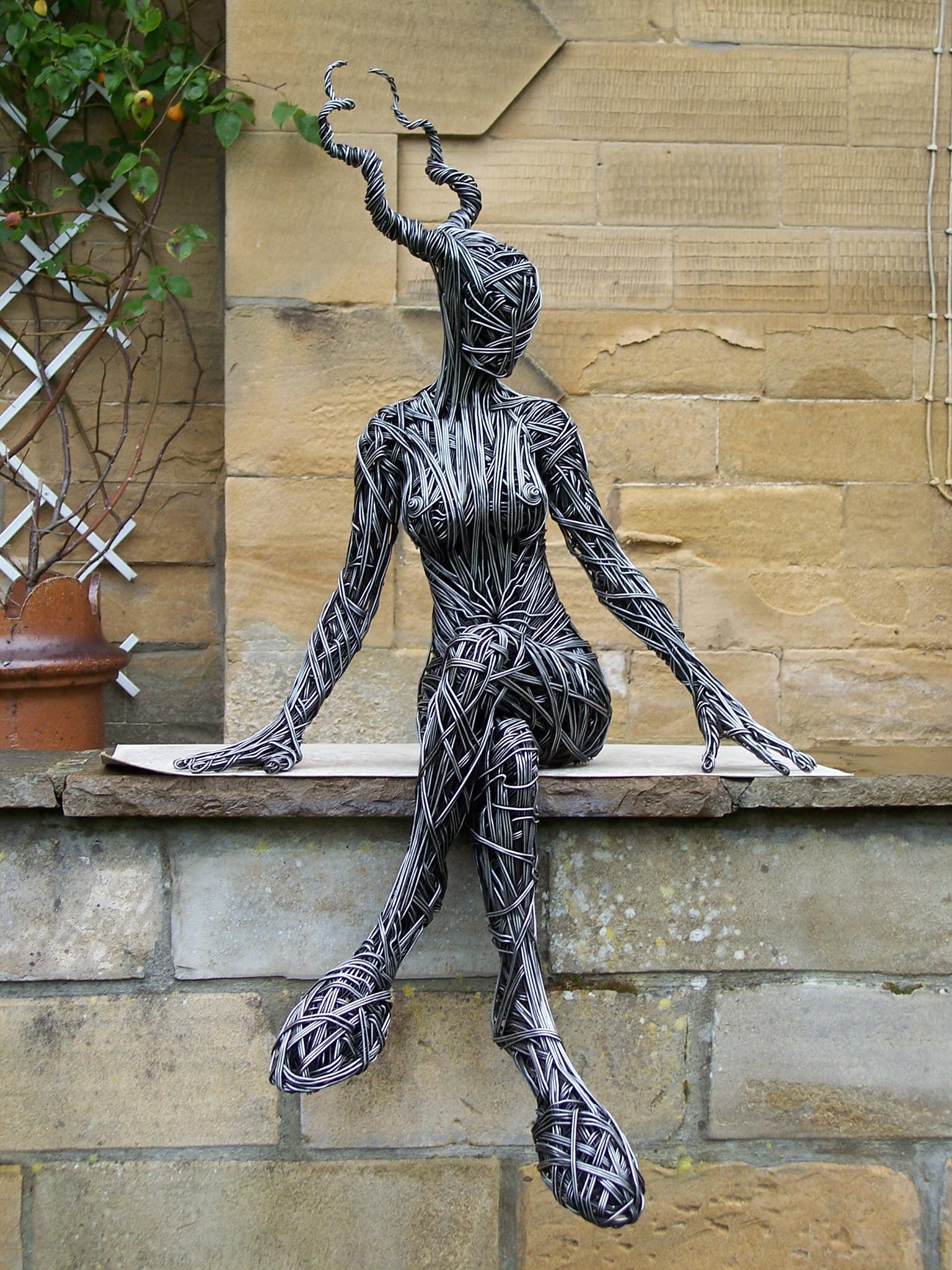 Richard Stainthorp – Female Faun 2006, steel wire