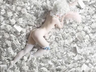 Alexia Sinclair – PORCELAIN PETALS, 2015