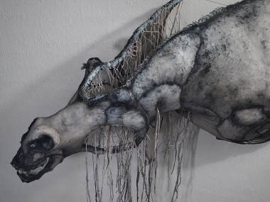Eglantine Bacro – mixed-media artist – Nylon wire sculptures horse