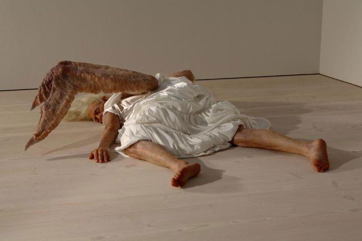 Sun Yuan – Peng Yu – Angel sculpture hyper realiste