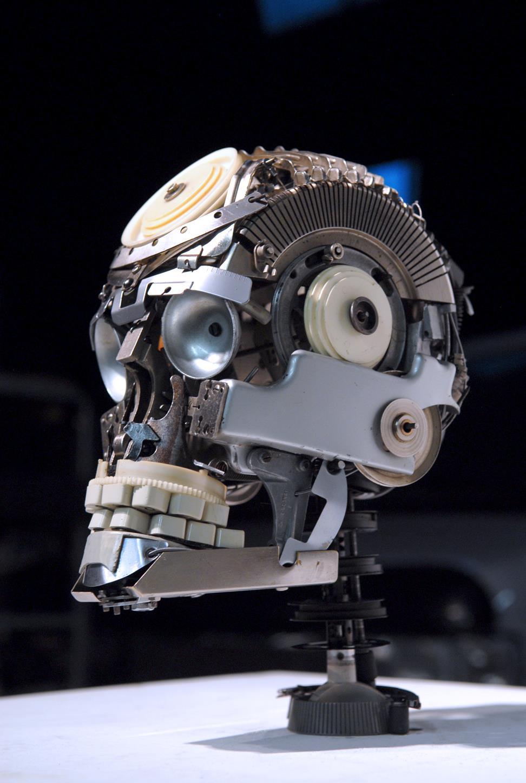 Jeremy Mayer – Skull I – Typewriter parts – 23 x 30 x 38 cm