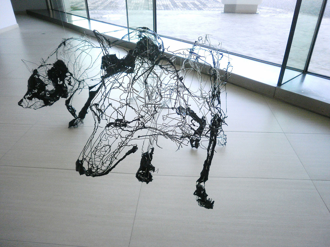David Oliveira – Wire sculptures dog