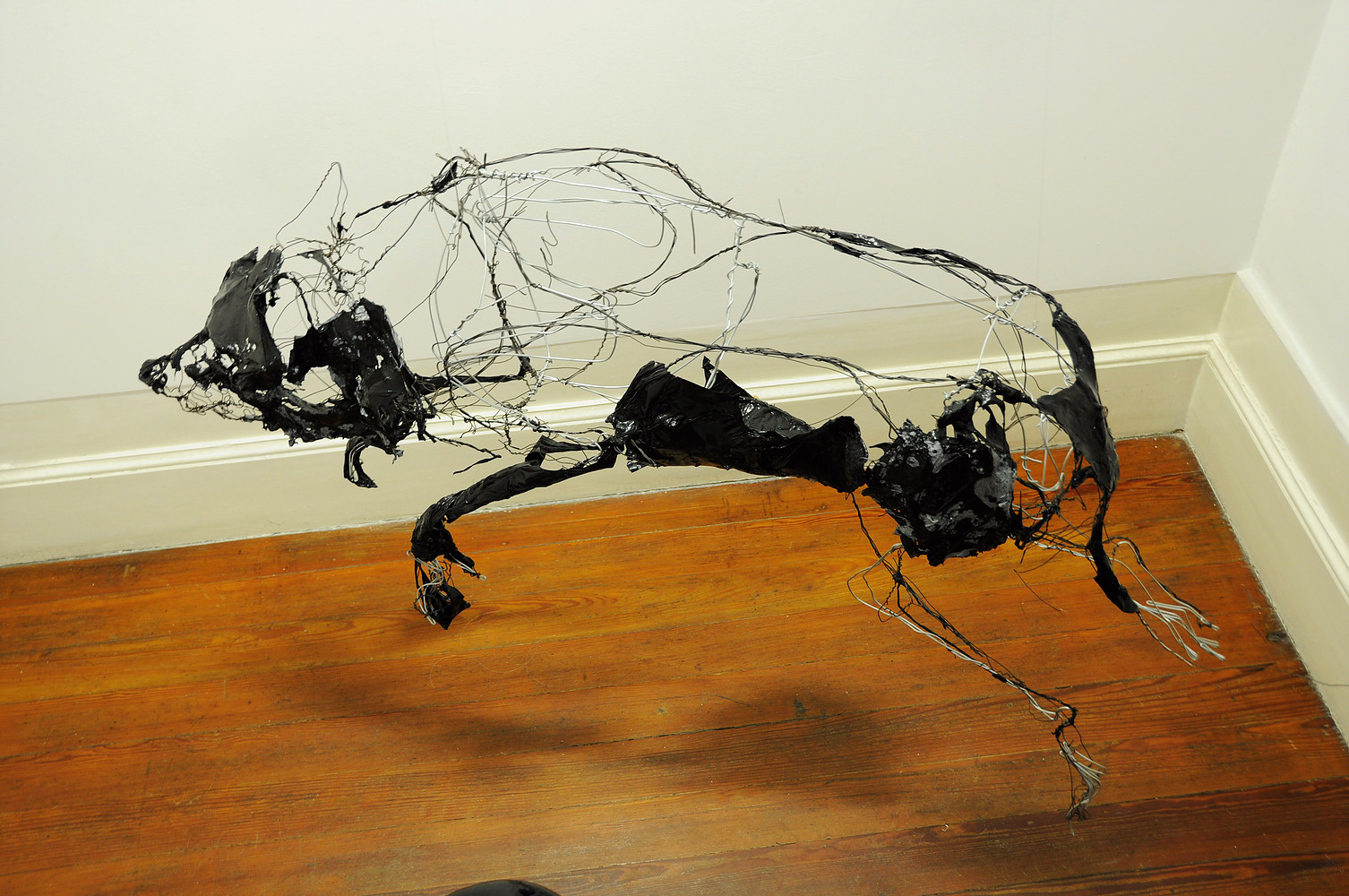 "David Oliveira – ""Dog"" wire sculptures"