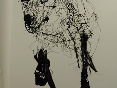 """David Oliveira – """"Dog"""" wire sculptures"""